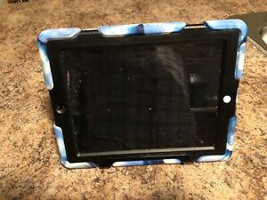 iPad iso 9.3.5. With 16GB and protection case / stand