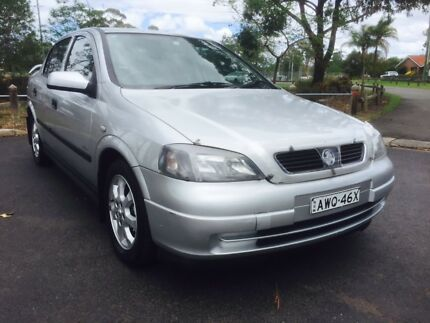 2002 holden astra ts city white 5 speed manual sedan cars vans 2003 holden astra ts equipt city long rego until 09112018 fandeluxe Images