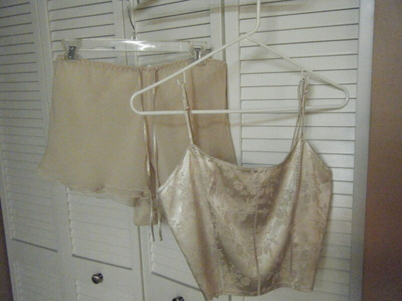 WOMENS MEDIUM CHAMPAGNE SLEEP CAMISOLE & SHORTS ELASTIC WAIST  ADJUSTABLE STRAP