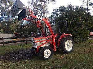 Kubota tractor aprox 30 HP 4x4 slasher 4in1 bucket Kangaroo Valley Shoalhaven Area Preview