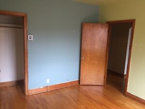Room for rent near a metro and downtown