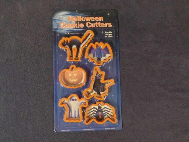 Halloween cookie cutters, 6 plastic in factory sealed package, NEW