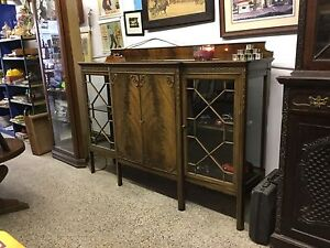 BEAUTIFUL SHOWCASE / CABINET $200