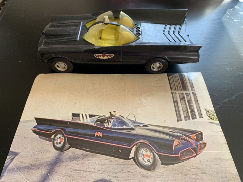 Vintage rare Batman Mobile collectibles Publications Car W/promo Card 1960?