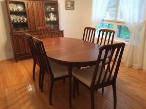 Solid wood Dining Set - Excellent condition