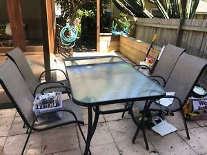 Outdoor table - 4 chairs - FREE