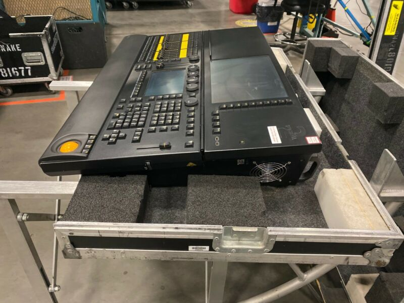 MA Lighting MA2 Ultra Light 4,096 Ch Console with case