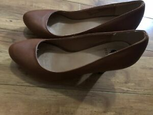 94c24c535 4 pair of shoes for sale