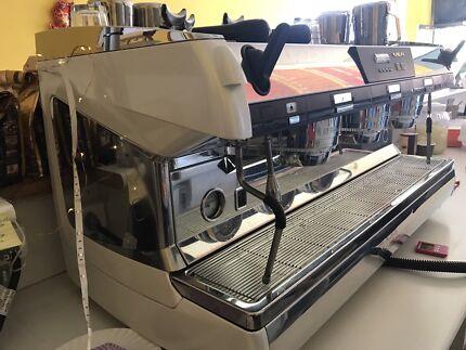 Coffee Machine  Nuova Simonelli Aurelia T3 3 Group