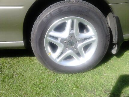 16 inch momo wheels  Pindimar Great Lakes Area Preview