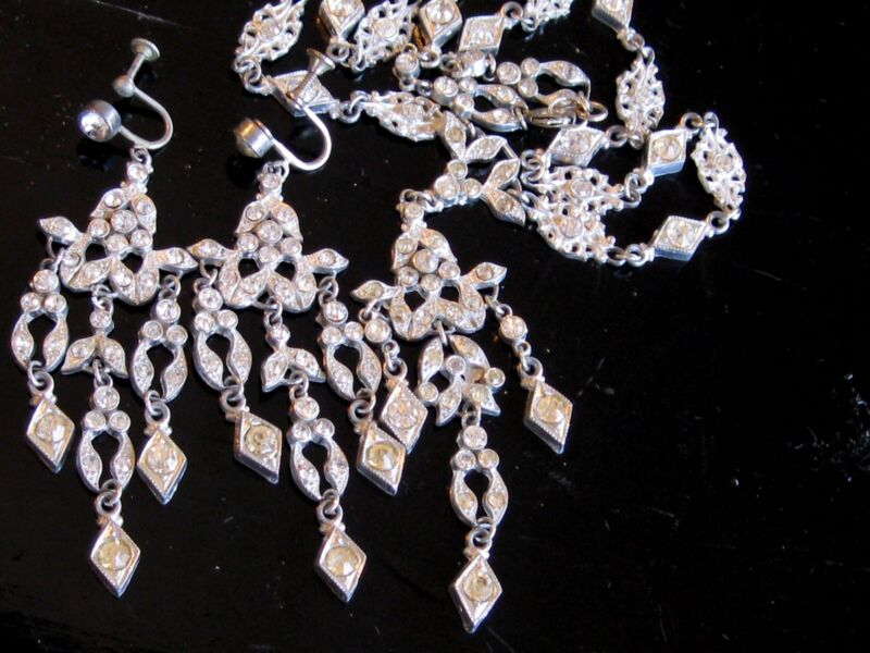 VINTAGE DECO FRENCH PASTE RHINESTONE NECKLACE SCREW ON DRIPPY DANGLE EARRING SET