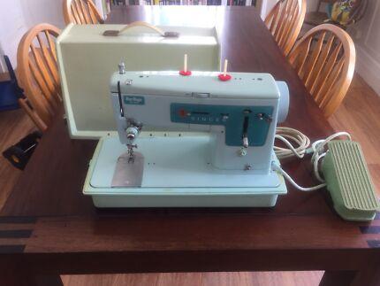 Vintage SINGER sewing machine - Blue Magic Zig Zag