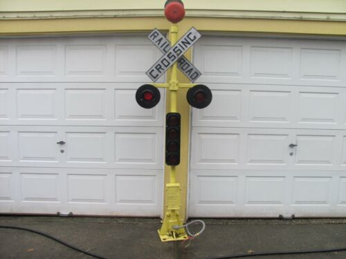 Vintage Railroad Crossing Signal w/ lights & bell. SPECIAL XMAS PRICE !!