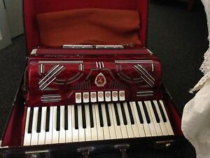 Piano accordion Cairnlea Brimbank Area Preview