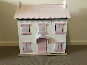 Le Toy Van Doll House or Dollhouse Toy Set