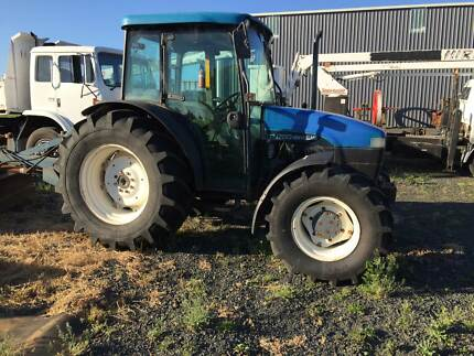 Tractor New-Holland 4WD 75 HP
