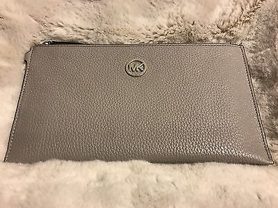 NWT MICHAEL KORS FULTON LEATHER LARGE ZIP CLUTCH/WRISTLET IN PEARL GREY (SALE!!)