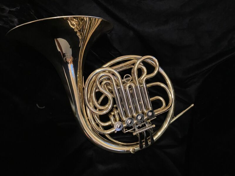 Excellent Hunter HHR6442L Double French Horn with Case - Chemically Cleaned