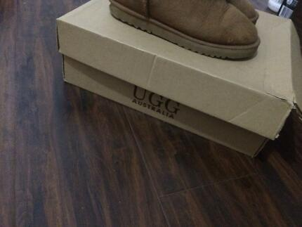 Nice colour  AND Good Quality  UUG boots FOR SCELL Dandenong North Greater Dandenong Preview
