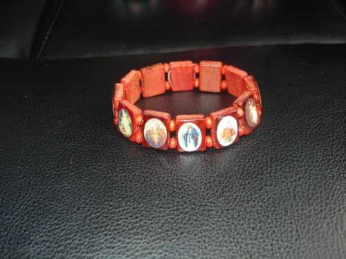 BEAUTIFUL LT BROWN WOODEN BEADS HOLY SAINTS  STREATCHABLE BRACELET(USA SELLER)A1