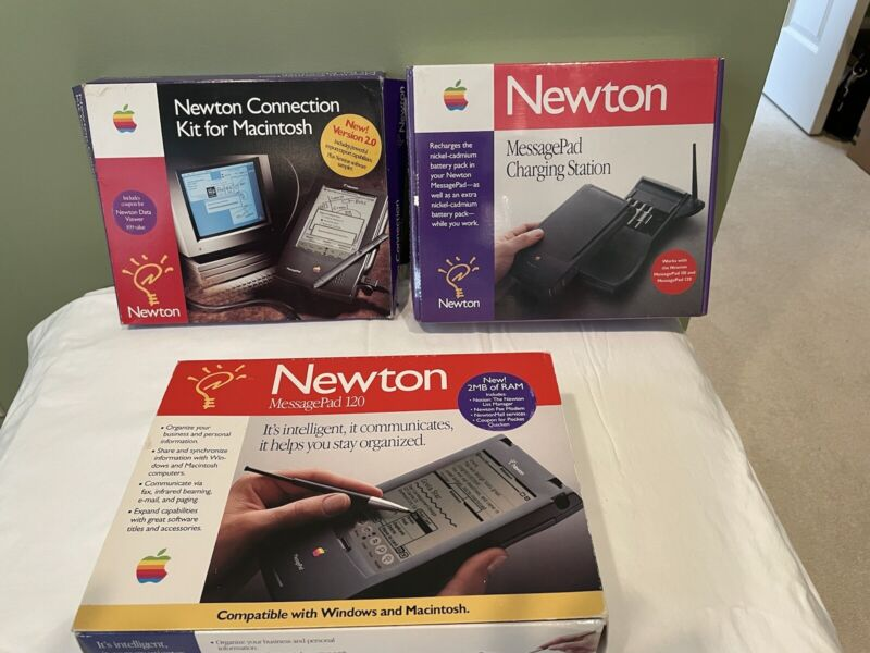 Apple Newton 120 MesagePad w fax/modem, 4MB Memory Card, Charging Station,more