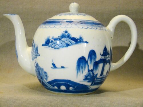 Fine 18th Century Early Chinese Export Porcelain Canton Teapot c.1780