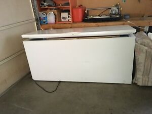 Chest freezer ( 25 cubic feet)