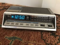 Vintage General Electric GE 7-4663A Electronic Touch Control Alarm Clock Radio