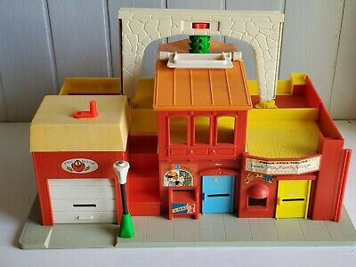 Vintage Fisher Price Little People Play Family VILLAGE town main street #997