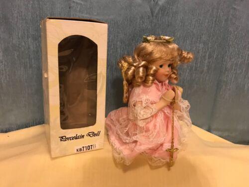 Kinnex Praying Angel porcelain doll w/ cross curly blonde hair