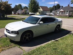 2010 Dodge Charger V6 3.5 RWD (90500km)