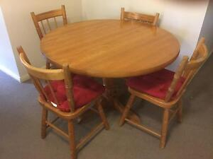 5 Piece table set, solid pine Pennant Hills Hornsby Area Preview