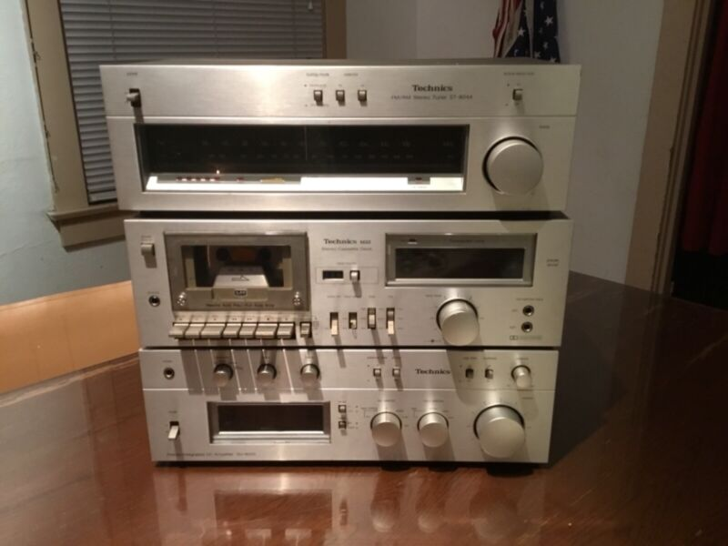 Technichs stereo system