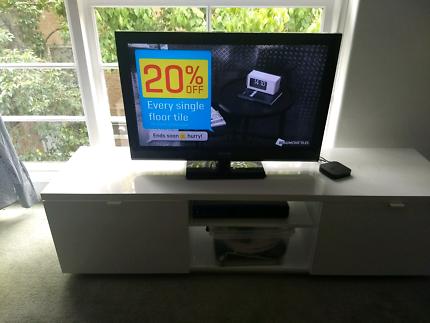 """32"""" Soniq Full HD LCD TV"""