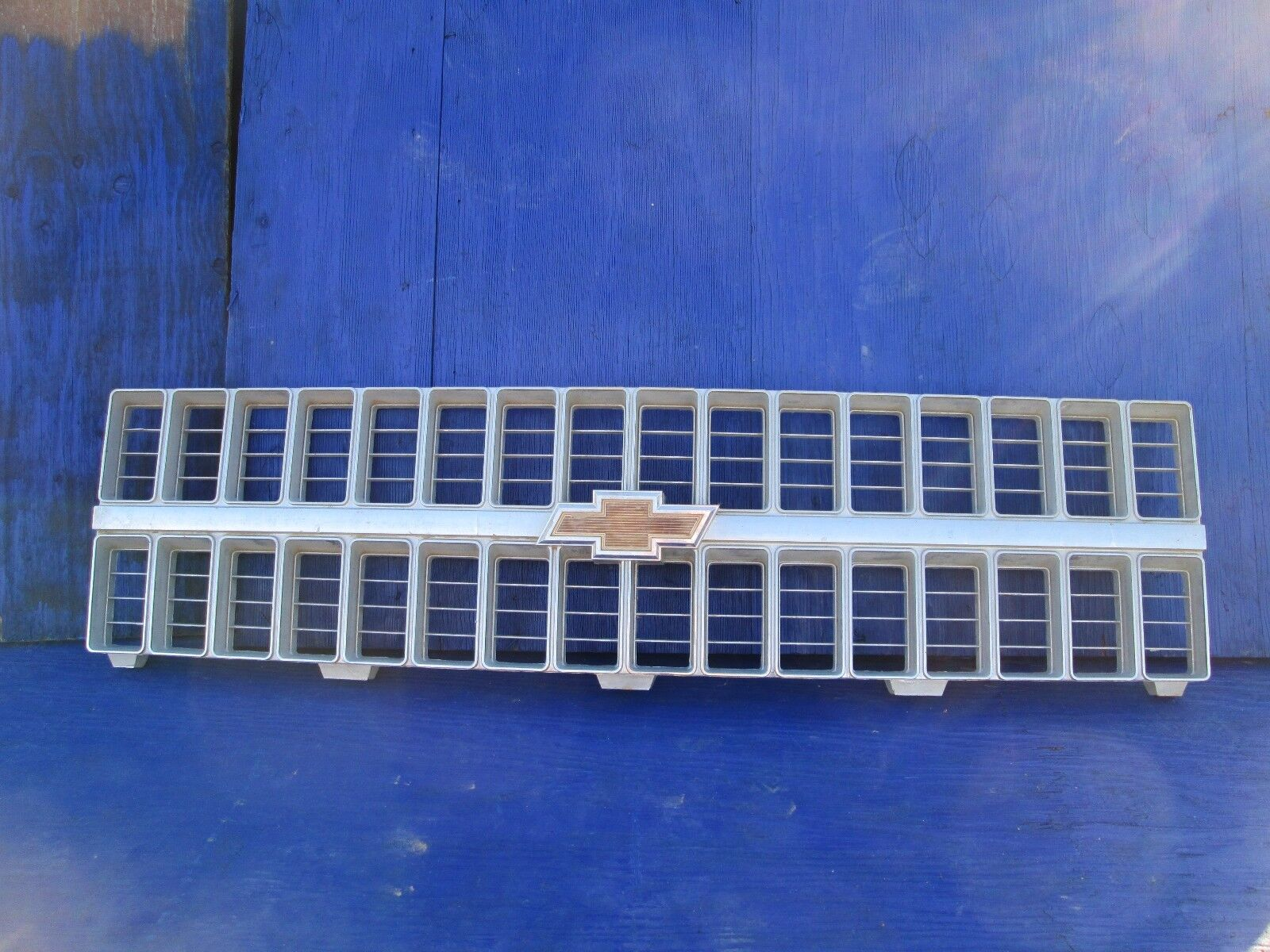 1981 1982 CHEVY TRUCK GRILLE OEM #14021296