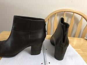 Ladies size 12 Clarks boots worn once
