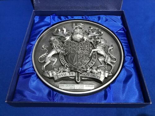1977 The Queens Silver Jubilee Wall Plaque Marcus Designs England, British Royal