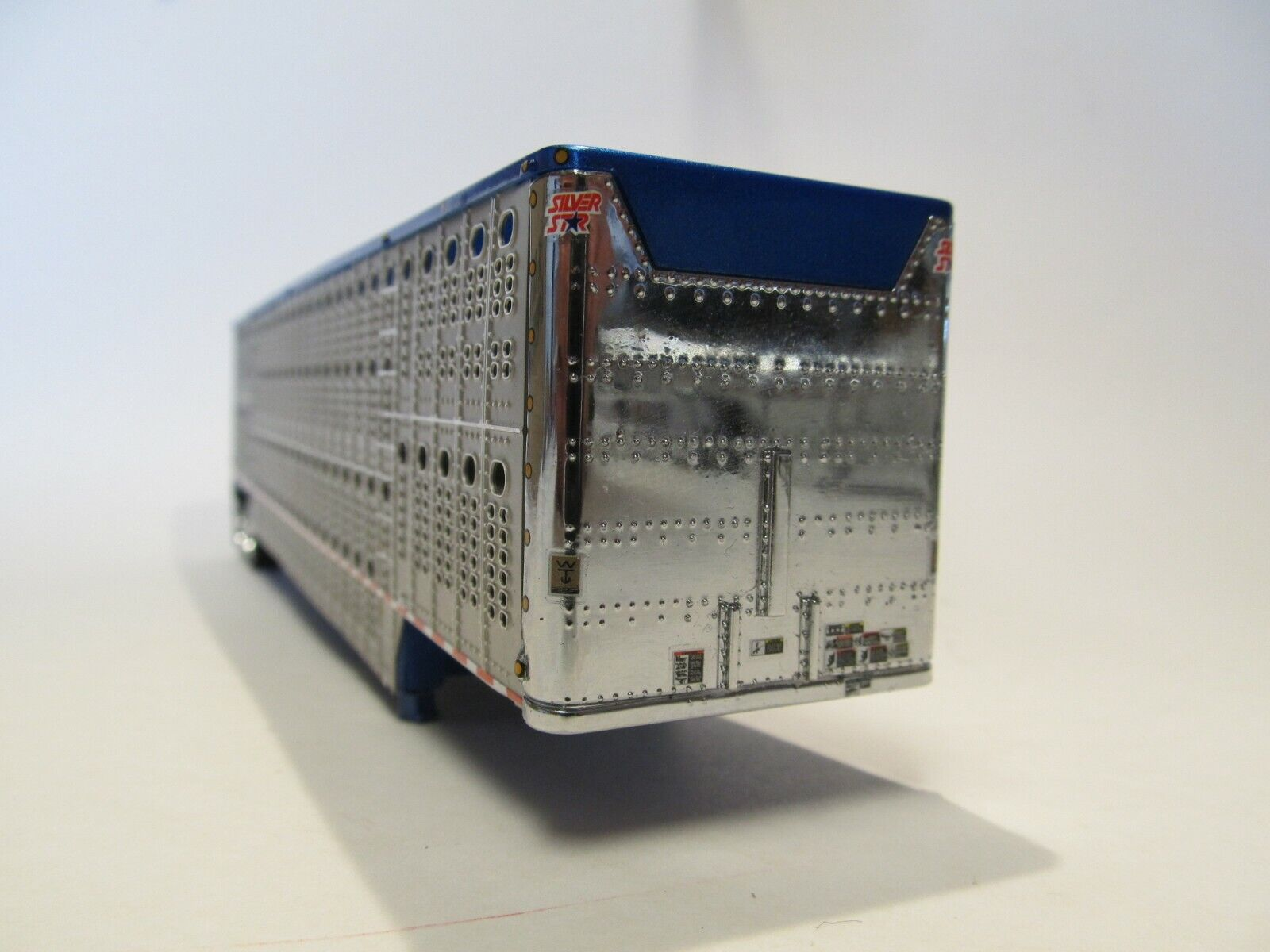 DCP 1/64 SCALE WILSON LIVESTOCK TRAILER TANDEM AXLE SILVER SIDES,BLUE FRAME&TOP 2