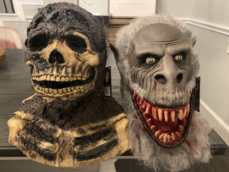 Trick Or Treat Studios Creepshow Nate And Fluffy The Crate Beast Masks