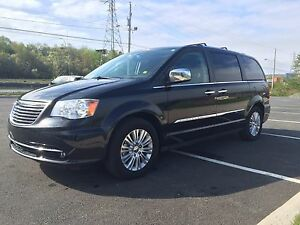 2014 Chrysler Town & Country **Limited**