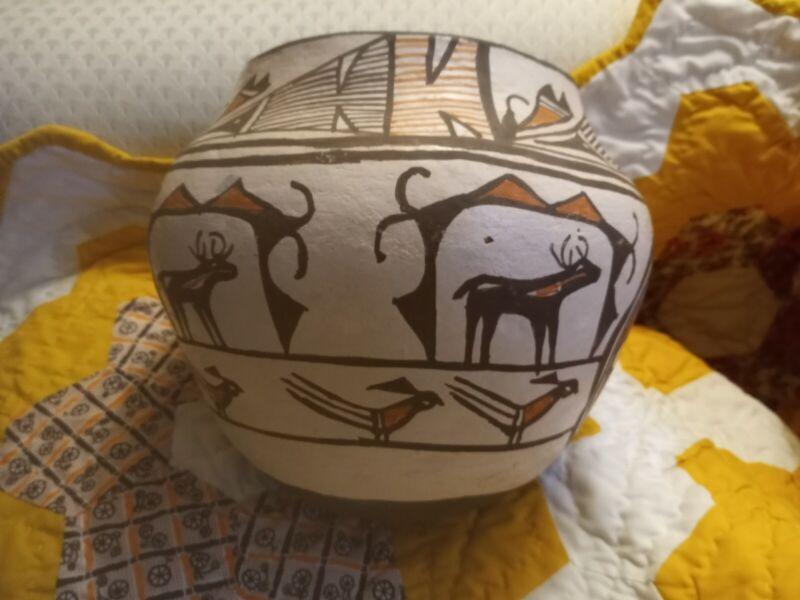 Large VINTAGE ZUNI Olla Pot Vase Vintage 1964 Heartline Deer Artisan