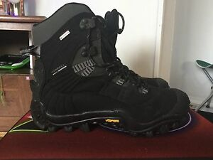 Like new women(unisex) merrel winter boots