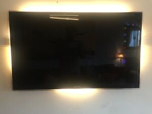 42 inch Samsung smart tv with clear beveled edge