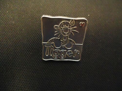 DISNEY WDW 2012 HIDDEN MICKEY SERIES POOH AND FRIENDS TIGGER CHASER PIN