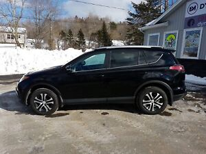 2016 Toyota RAV4 LE AWD! ONLY 16k!  LIKE NEW!