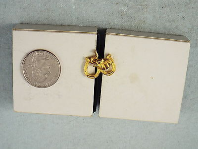 GOLD ELEPHANT HEAD WITH DOUBLE HORSE SHOES PIN