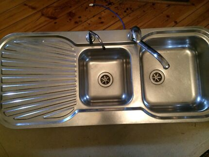 CLARK SINK WITH MIXER TAP AND WATER FILTER SYSTEM