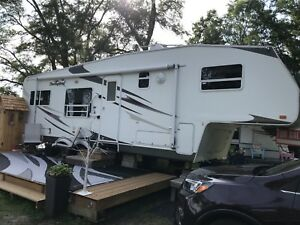 2007 Palomino Thoroughbred 5th Wheel