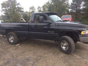 Dodge Ram 2500hd Laramie 5.9 12 valve  cummins turbo diesel