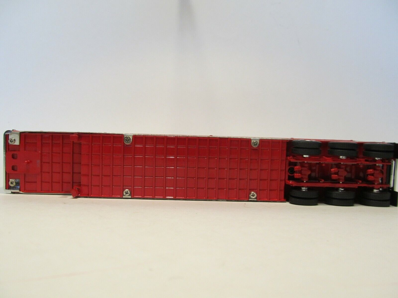 DCP 1/64 SCALE WILSON LIVESTOCK TRAILER TRIPLE AXLE SILVER SIDES, RED TOP/ FRAME 5